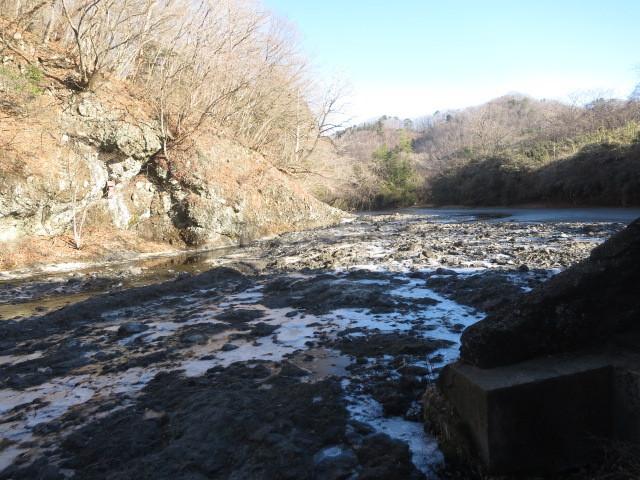1.6凍結した河原.JPG
