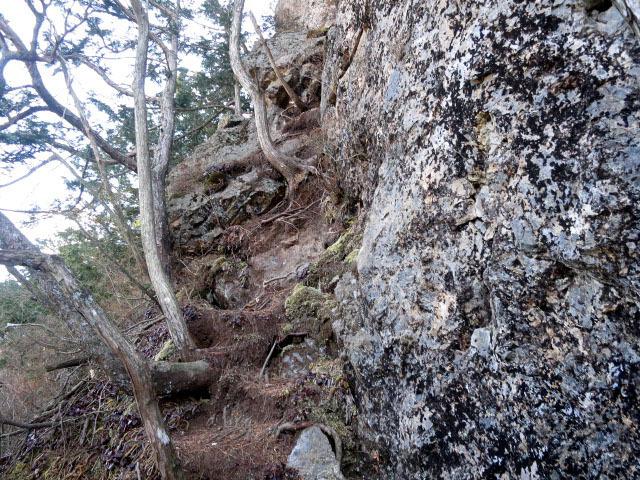 4.2ローソク岩の取付き.JPG