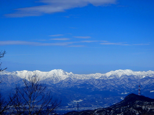 3.5真っ白な谷川連峰から巻機山.JPG