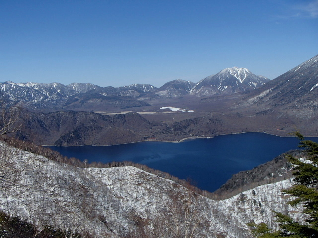 3.8中禅寺湖を見ながら.JPG